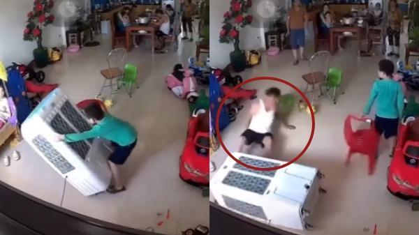 Hoảng hồn người đàn ông bất ngờ ngã lăn xuống sàn nhà, nguyên nhân do đồ dùng quen thuộc