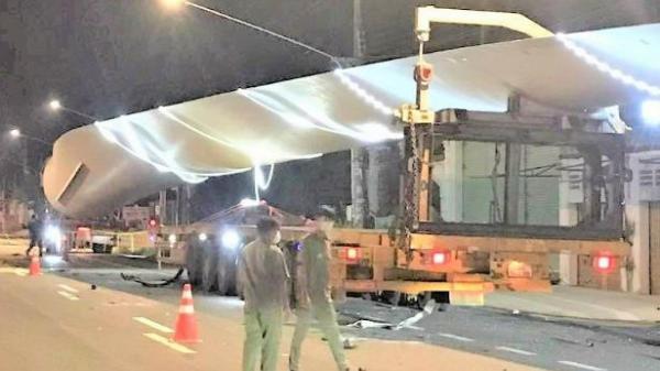 Nam công nhân bị tông chết khi đứng kiểm tra thiết bị điện gió giữa đường