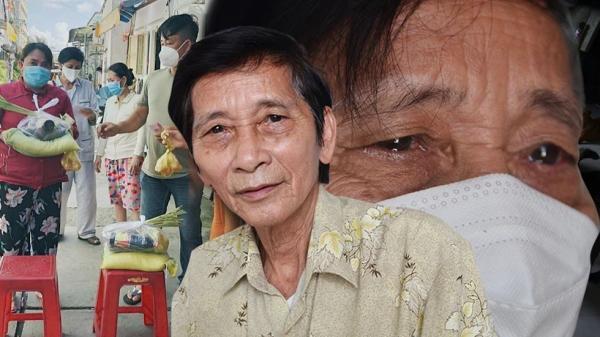 Ông lão khóc nức nở tiễn vợ chồng F0 đi cách ly, cầm cọc tiền phát cho dân nghèo: 'Có bao nhiêu tôi cho đi bấy nhiêu'