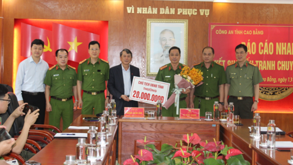 Cao Bằng: Khen thưởng đơn vị triệt phá đường dây mua bán trái phép 40 bánh heroin