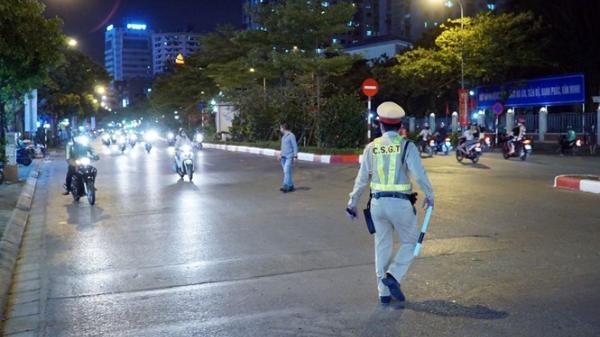 Hà Nội: Uống 20 cốc bia khi chờ sếp, tài xế bị phạt hàng chục triệu đồng