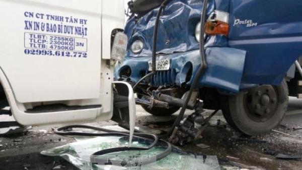 KINH HOÀNG: Ba ô tô tải va chạm liên hoàn trên Quốc lộ 1A