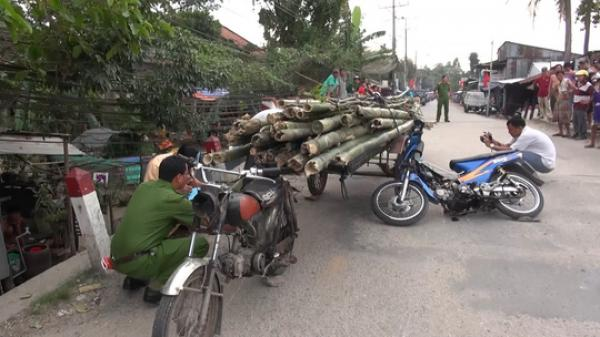 An Giang: Chở tre nhọn ngoài đường, gây chết oan 1 người