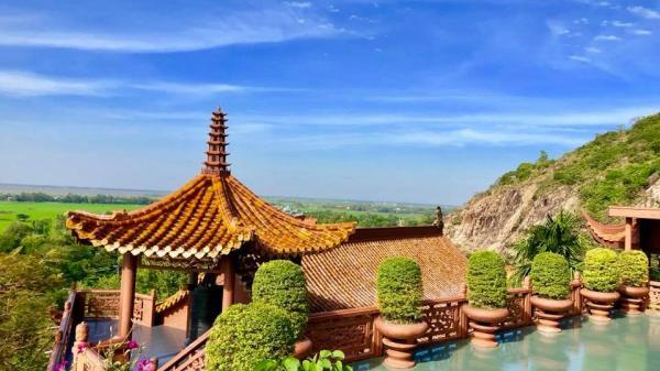 Có một chốn tiên cảnh đầy thanh tịnh nơi chùa Hang Châu Đốc – An Giang