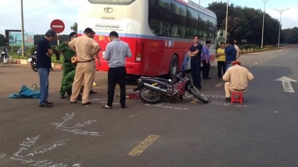 Nữ phó Hiệu trưởng tử nạn dưới bánh xe khách