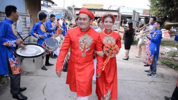Đám cưới có 1-0-2 ở Miền Tây: Chú rể gây bất ngờ với màn đón dâu bằng dàn nhạc Tây