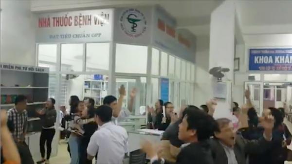 Bệnh nhân và thầy thuốc nhảy tưng bừng sau chiến thắng của U23 Việt Nam