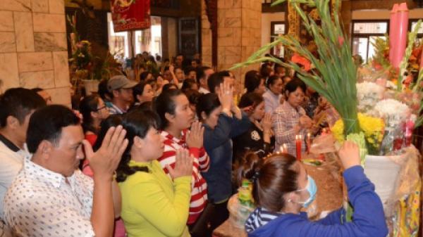 Vì sao người dân đổ xô về Miếu Bà Chúa Xứ núi Sam lớn nhất Việt Nam vào dịp Rằm tháng Giêng?