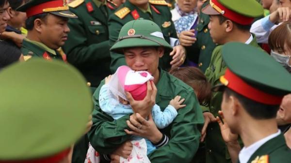 Những hình ảnh xúc động trong buổi lễ giao quân trong ngày nhập ngũ năm 2018