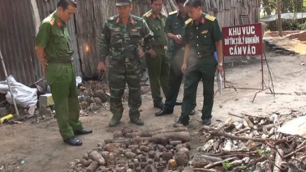 NÓNG: Tá hỏa phát hiện hàng trăm vũ khí nguy hiểm trong vườn nhà tại miền Tây