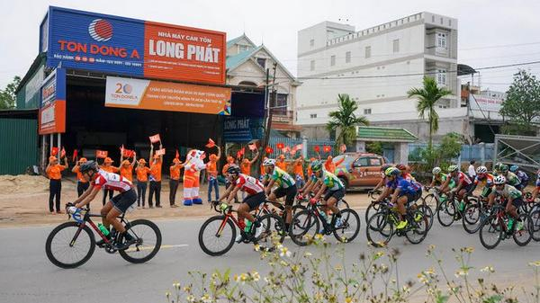Tay đua Nguyễn Thành Tâm (Hạt Ngọc Trời An Giang)  thắng chặng sau sự cố nhầm đường