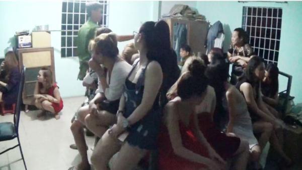 Clip: Cận cảnh đột kích quán bar phát hiện nhiều cặp nam, nữ phê ma tuý