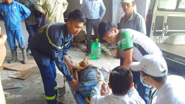 NÓNG: Sập giàn giáo công trình, nhiều công nhân rơi xuống đất
