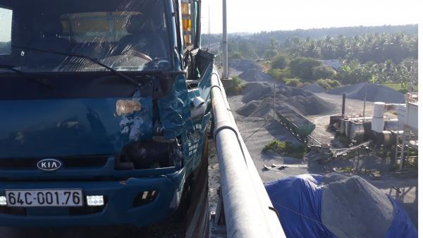 Miền Tây: Xe máy va chạm kinh hoàng với xe tải, thi thể nam thanh niên không còn nguyên vẹn