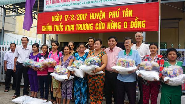 """Phú Tân ( An Giang): Khai trương cửa hàng """"0 đồng"""" cho bà con nghèo"""