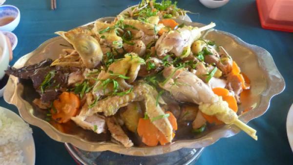 Gà hấp lá trúc – hương vị mộc mạc quê nhà An Giang