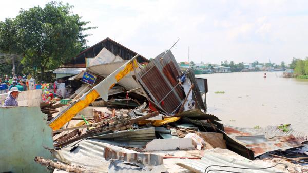 An Giang: Sạt lở nghiêm trọng 3 căn nhà ở Long Xuyên bị 'hà bá' nuốt chửng