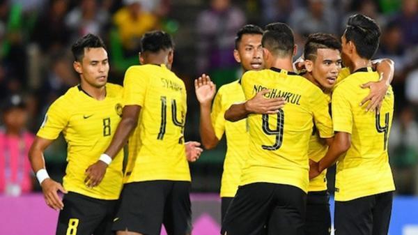 Sao Malaysia ăn vạ thô thiển, gài bẫy Văn Hậu dẫn đến bàn thua đáng tiếc của ĐT Việt Nam