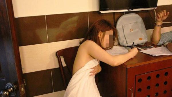 Công an ập vào nhà trọ bắt quả tang nữ tiếp viên Cần Thơ đang bán d.âm cho khách