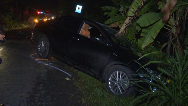 Miền Tây: Va chạm nghiêm trọng trong đêm Giáng sinh, tài xế bị hất nằm trên nóc xe Camry
