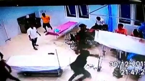 Vĩnh Long: 20 thanh niên vây ráp, đập phá trụ sở công an xã, tr.uy s.át 3 người bị th.ương đến tận bệnh viện