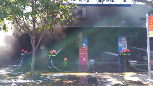 Miền Tây: Cửa hàng xe máy c.háy lớn dữ dội giữa trưa, nhiều xe trơ khung sắt