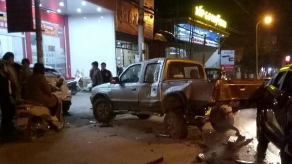 Nam cảnh sát giao thông gây tai nạn liên hoàn khiến nhiều xe hư hỏng nặng