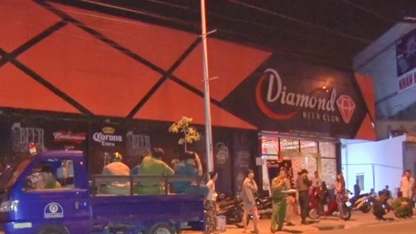 Vĩnh Long: Bắt quả tang 35 'nam thanh nữ tú' tổ chức đại tiệc m.a t.úy ở quán bar Diamond nổi tiếng