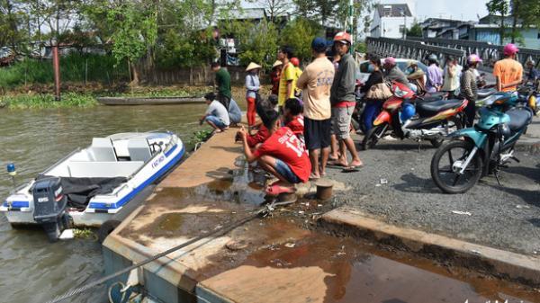 An Giang: Dồn lực lượng tìm kiếm thiếu niên 16 tuổi khi xe tải lao từ phà xuống sông Hậu