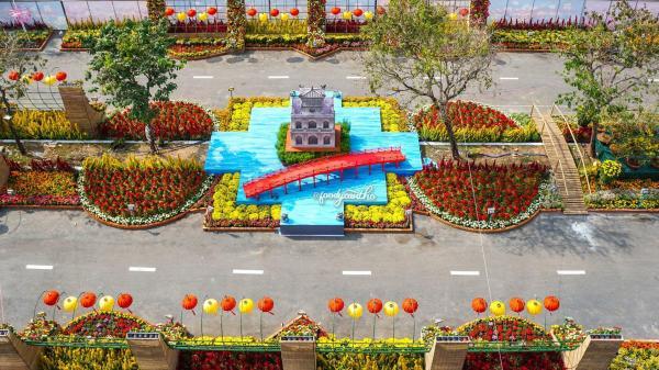 Cận cảnh đường hoa đẹp xuất sắc ở Miền Tây làm từ 80.000 chậu hoa tươi
