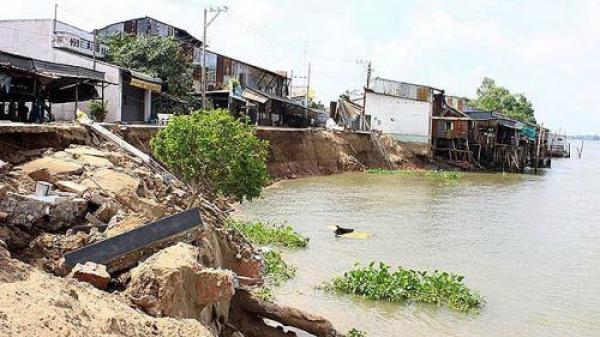 An Giang: Xuất hiện vết nứt dài 70m gây nguy hiểm ở bờ sông Hậu
