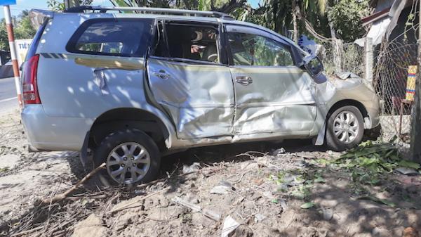 Xe ô tô đang lưu thông hướng Cần Thơ đi Vĩnh Long bất ngờ mất phanh khiến 27 hành khách 'hút ch.ết'