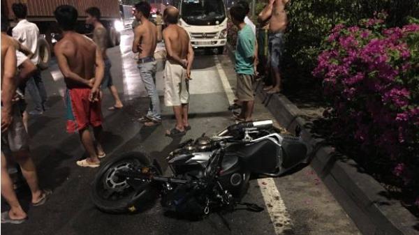 Thanh niên đi mô tô ch.ết thảm sau cú tông vào đuôi xe container dừng trên quốc lộ 1A