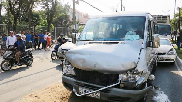 An Giang: Tài xế xe tải ngủ gật, tông liên hoàn nhiều xe khác đang dừng đèn đỏ