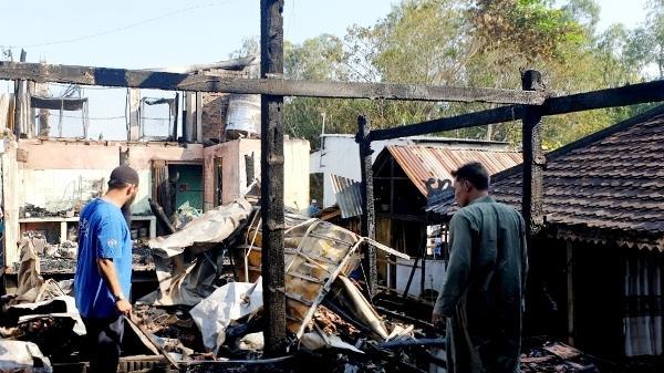 An Giang: Cháy lớn thiêu rụi 9 căn nhà, nhiều người hoảng loạn tháo chạy