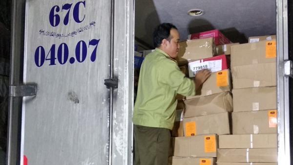 Vĩnh Long: Bắt xe tải chở 15 tấn thực phẩm đông lạnh không rõ nguồn gốc