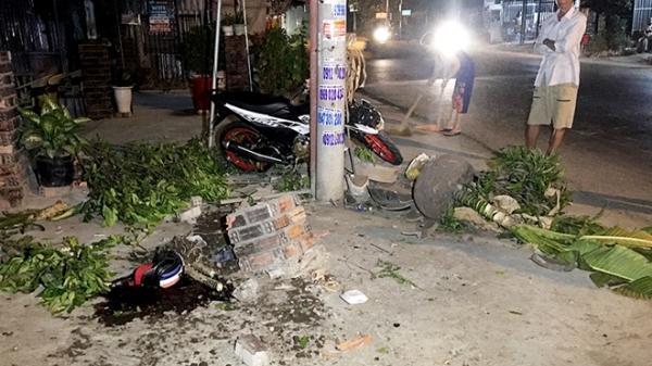 Miền Tây: Tai nạn nghiêm trọng, chạy xe tốc độ cao tông vào trụ điện 2 thanh niên th.ương v.ong