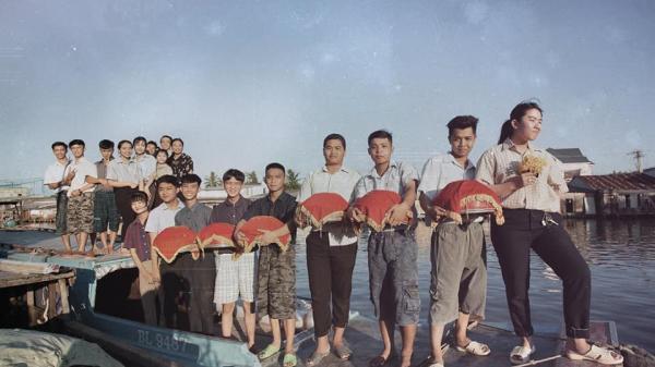 Bộ ảnh kỷ yếu sáng tạo vô đối của học sinh Bạc Liêu, tái hiện đám cưới hoài cổ miền sông nước cực đỉnh
