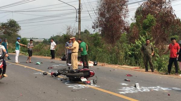 Tai nạn nghiêm trọng: Hai xe máy tông nhau nát bét, 2 người ch.ết, 1 người nguy kịch