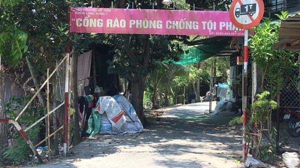"""An Giang: """"Cổng rào an ninh"""" tóm 2 con nghiện mang h.ung kh.í đi trộm"""