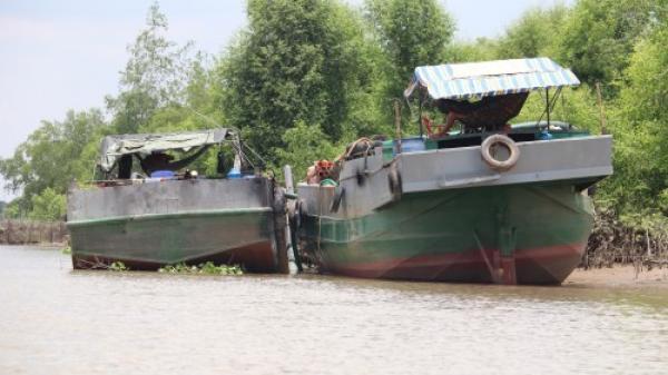 Vĩnh Long: Công an nổ s.úng bắt hai ghe hút cát trái phép trên sông Hậu