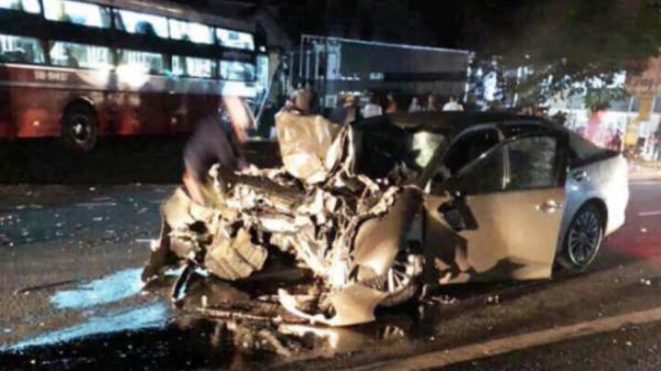 Va chạm nghiêm trọng với xe khách thuộc nhà xe nổi tiếng khiến CSGT t.ử nạn trên ô tô biến dạng