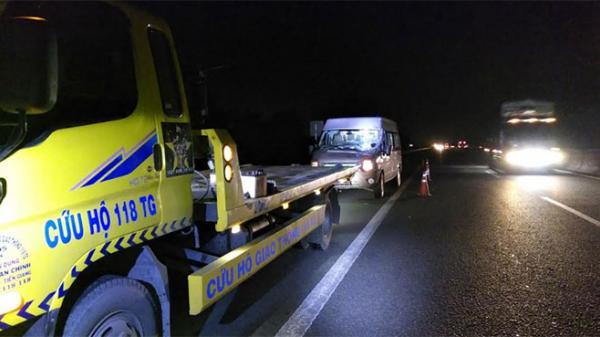 Xe khách mang BKS Hậu Giang tông đuôi xe tải trên cao tốc, nhiều người 'hút ch.ết'