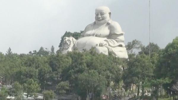 An Giang: Sửa tượng trên núi Cấm, công nhân té xuống đất t.ử v.ong