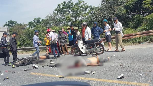 Va chạm với xe tải ngã xuống đường, 2 người bị ô tô cán tử vong thi thể không còn nguyên vẹn