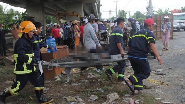 Vụ 2 ô tô rớt khỏi cầu Hàm Luông: Do xe cẩu mất phanh tuột dốc