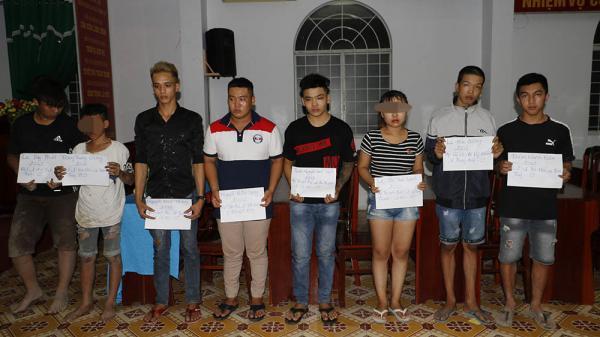 Cô gái và 60 thanh niên đua xe bị công an đưa về đồn