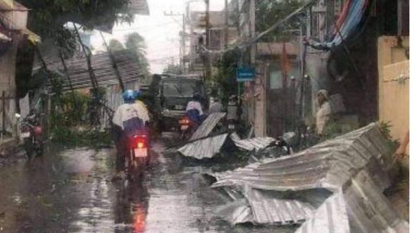 An Giang: Cận cảnh hiện trường vụ giông lốc kinh hoàng càn quét khiến 604 căn nhà bị sập và tốc mái