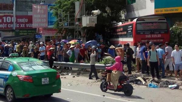 Xe khách đâm hàng loạt xe máy khiến ít nhất 5 người thương vong