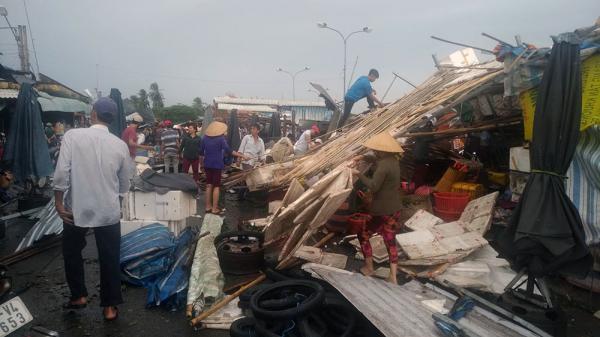 Mưa to lốc xoáy giật đùng đùng, quật tung nghìn ngôi nhà gây thiệt hại lớn ở Bạc Liêu và các tỉnh miền Tây